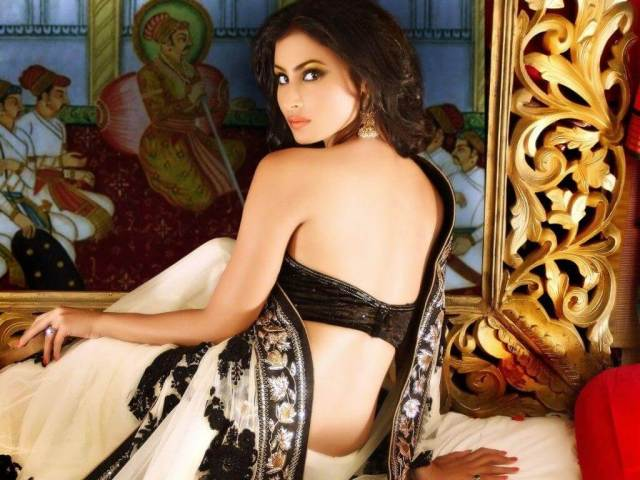 MOUNI ROY sexy cleavages (2)