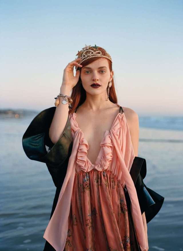 Madeline Brewer sexy cleavage