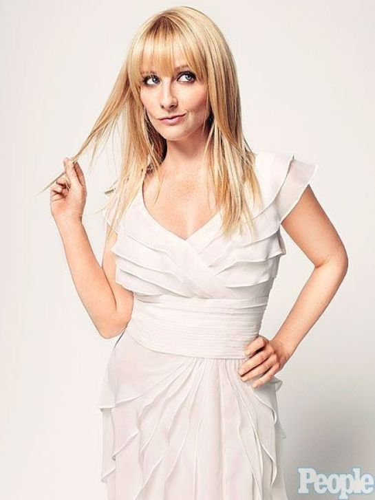 Melissa Rauch hot sexy dress 5