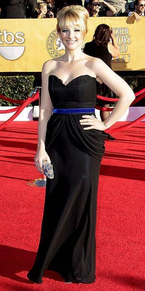 Melissa Rauch sexy cleavages picture (2)