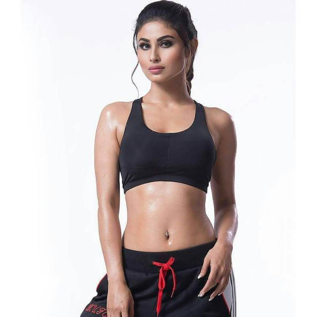 Mouni Roy Hot and Sexy pic (9)
