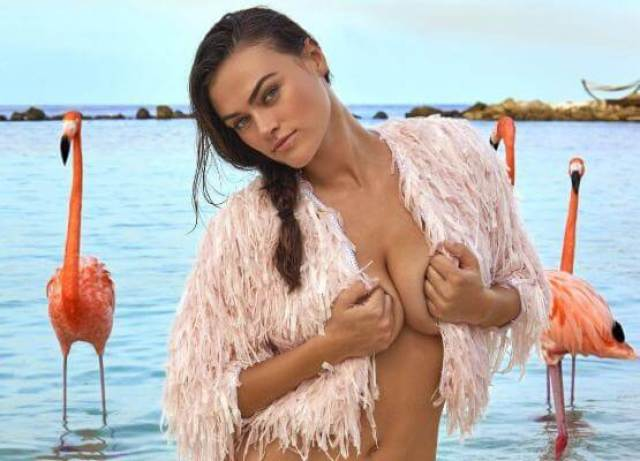 Myla DalBesio awesome cleavages