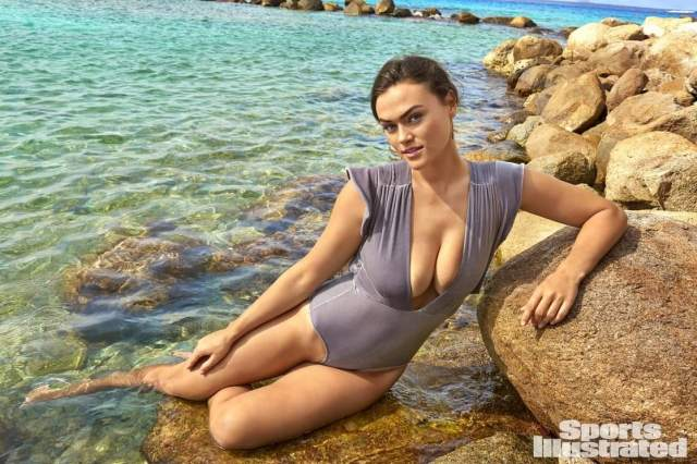 Myla DalBesio awesome cleavges picd