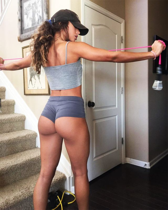 Sommer Ray hot booty