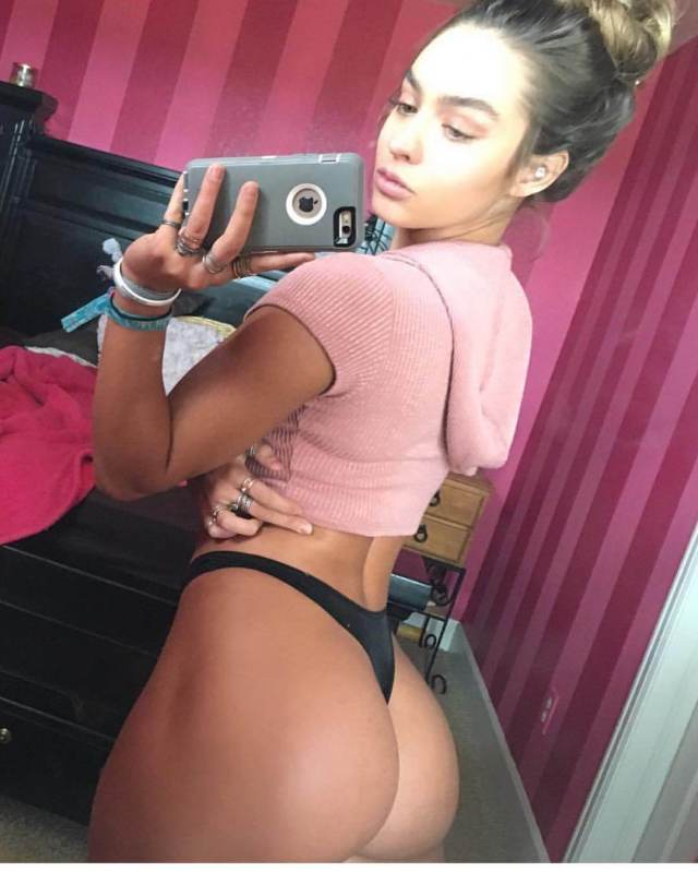 Sommer Ray sexy butts (3)
