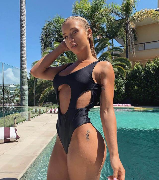 Tammy Hembrow sexy thighs
