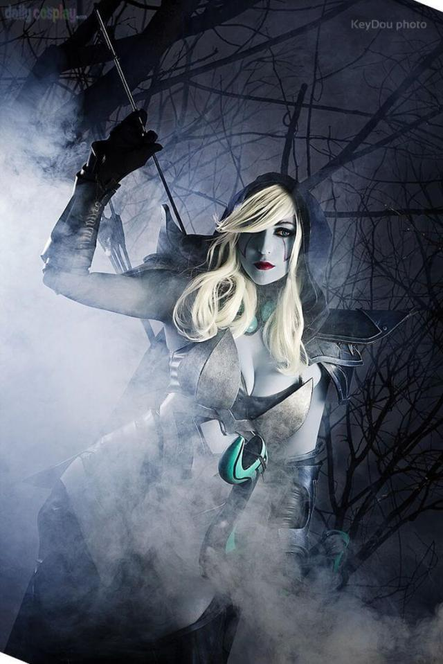 Traxex the Drow Ranger cleavage