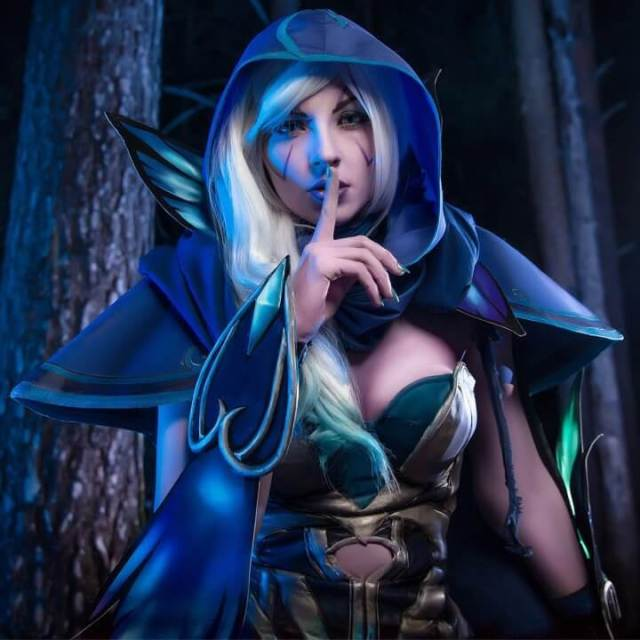 Traxex the Drow Ranger hot cleavage pics