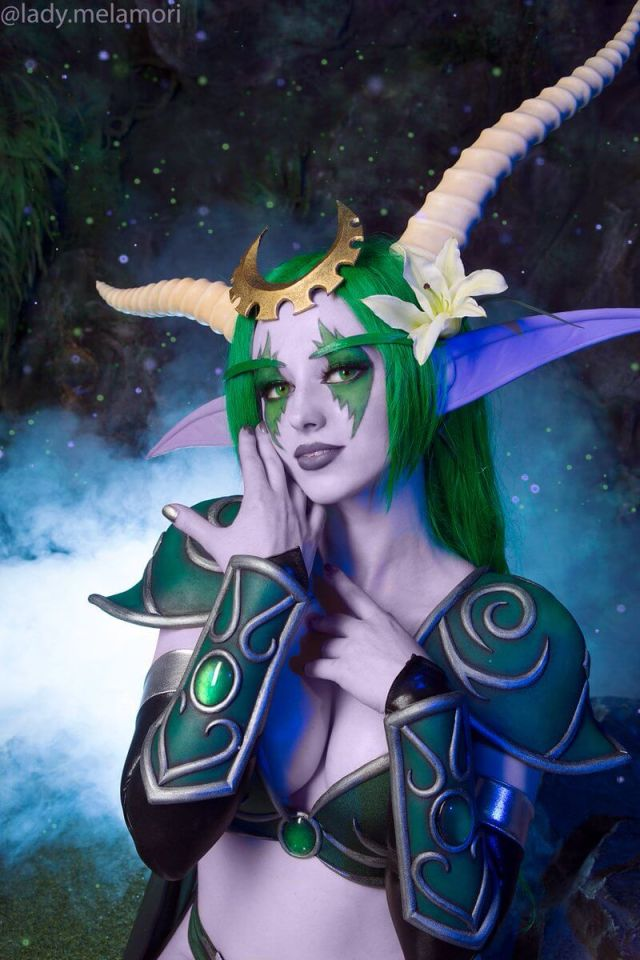 Ysera cleavage look