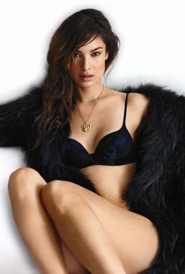 berenice marlohe hot cleavage pictures