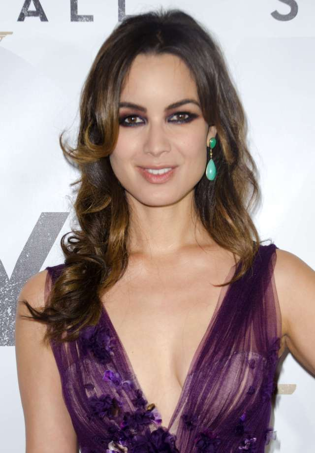 berenice marlohe sexy cleavages phtoos