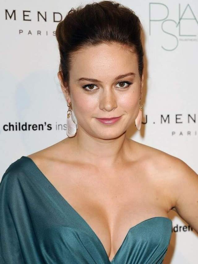 brie larson cleavage photo