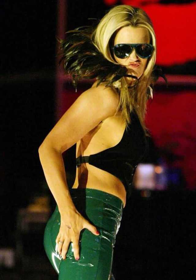 jenny-mccarthy awesome butt (2)
