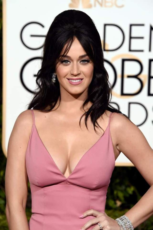 katy perry cleavage pictures