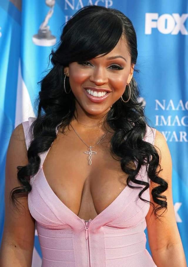 meagan good hot cleavage01