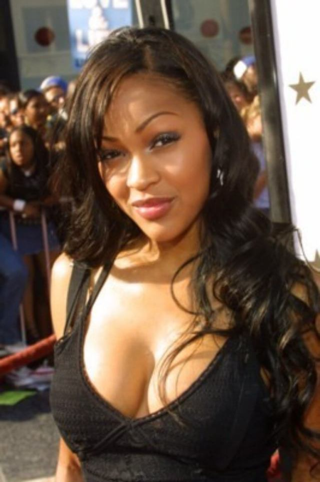 meagan good sexy cleavage01