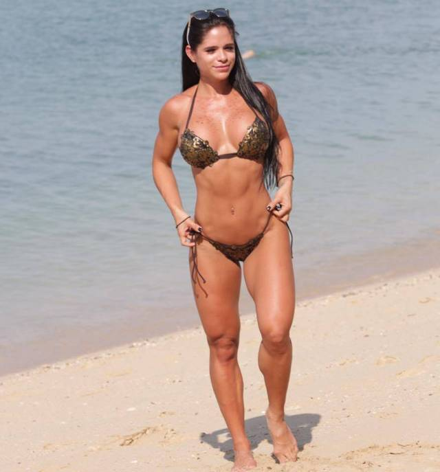 michelle lewin cleavage
