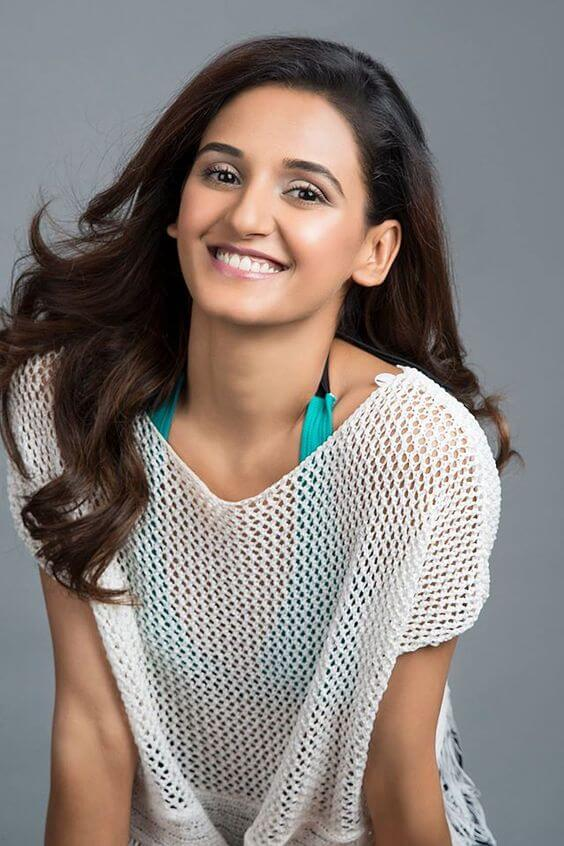 shakti mohan hot cleavasges pictures
