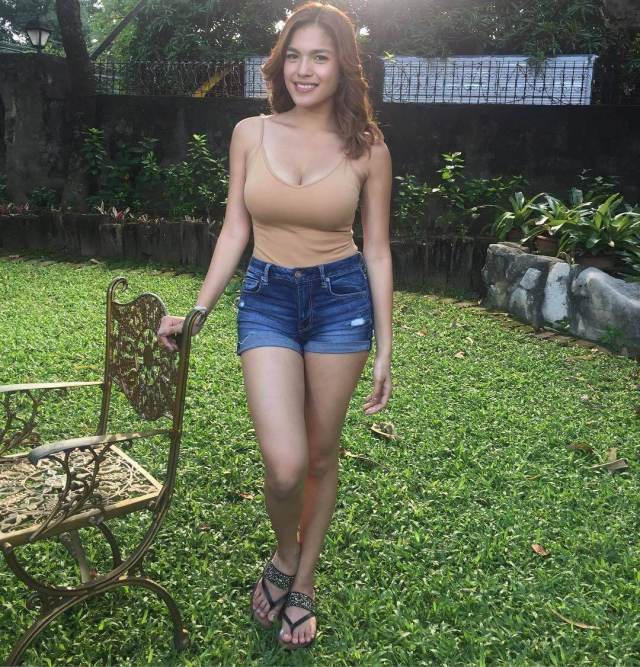 Andrea Torres hot thighs pic