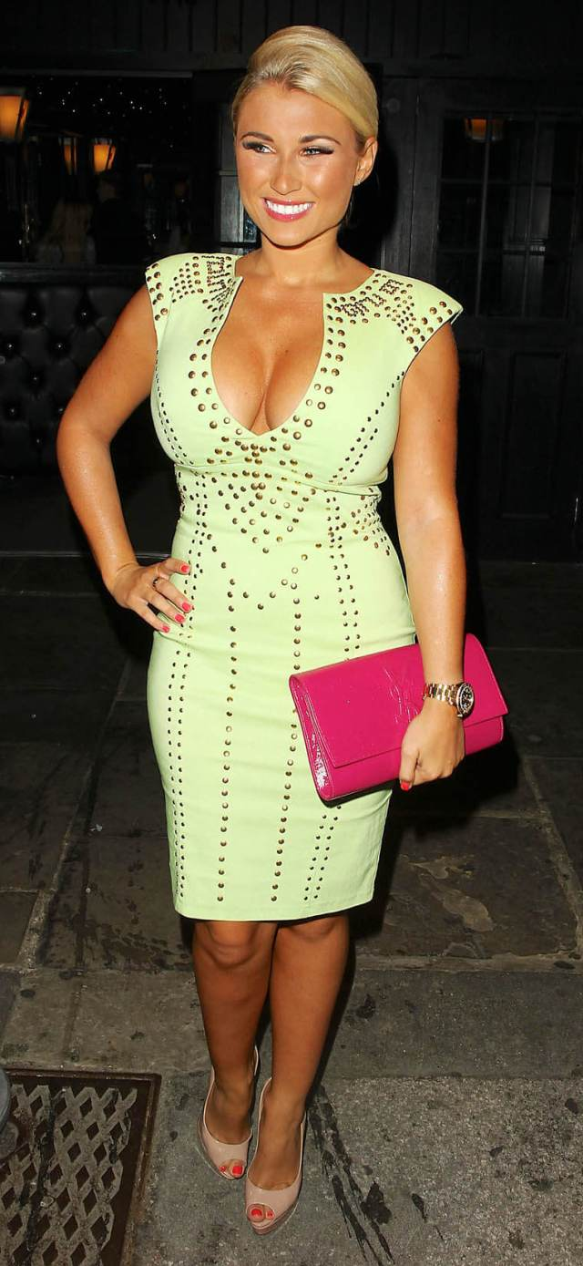 Billie faiers cleavages (2)