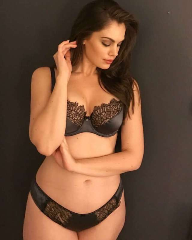 Chloe Marshall sexy pictures