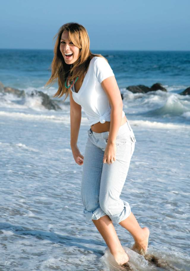 Colbie Caillat sexy pics (2)