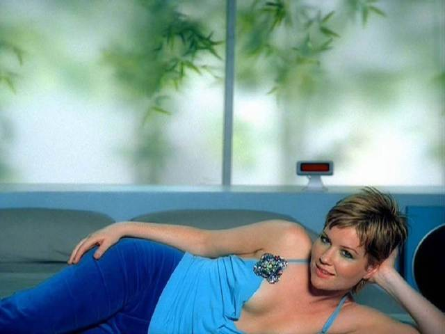 Dido Florian Cloud hot cleavage