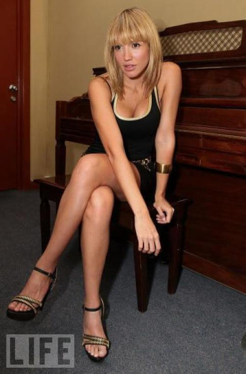 Fanny Lu hot cleavage pcitures