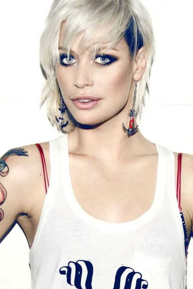 Gin Wigmore cleaavges pic