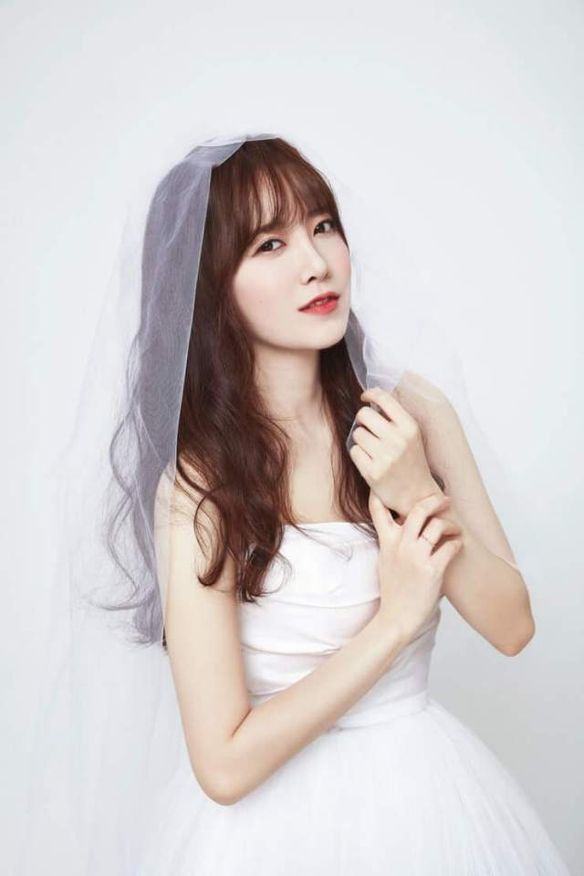 Goo Hye Sun awesome cleavages