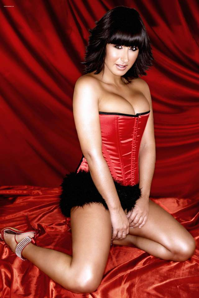 Hayley Tamaddon hot busty pictures