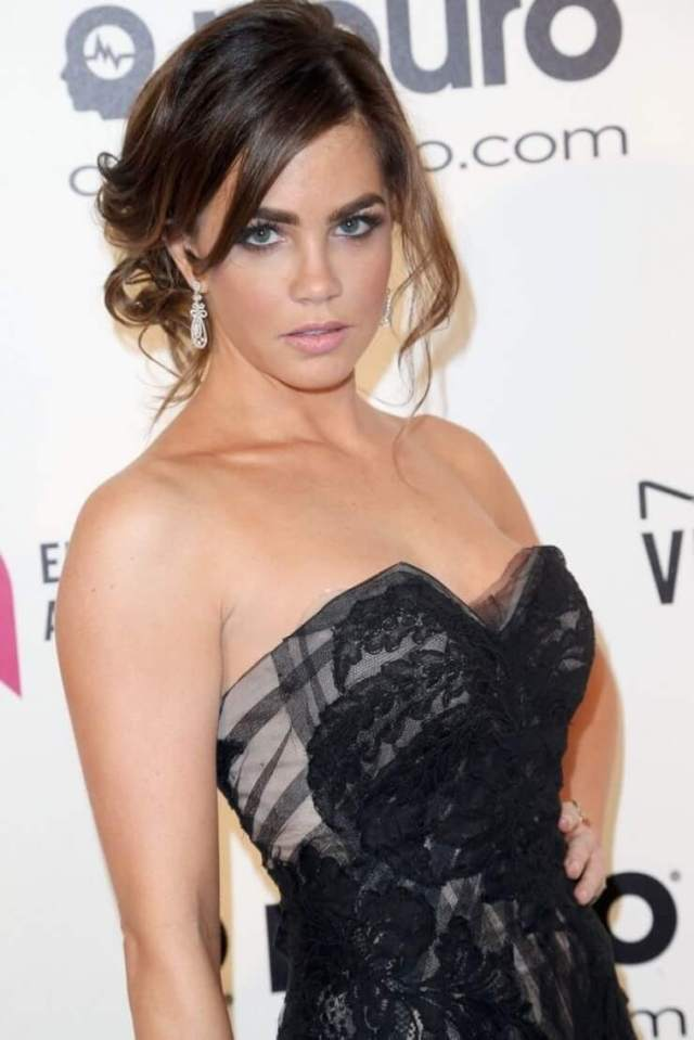 Jillian Murray hot side pictures