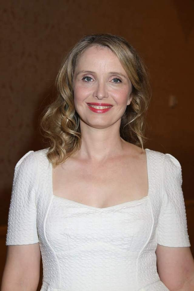 Julie Delpy hot cleavages photo