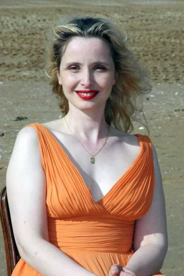 Julie Delpy sexy busty pics