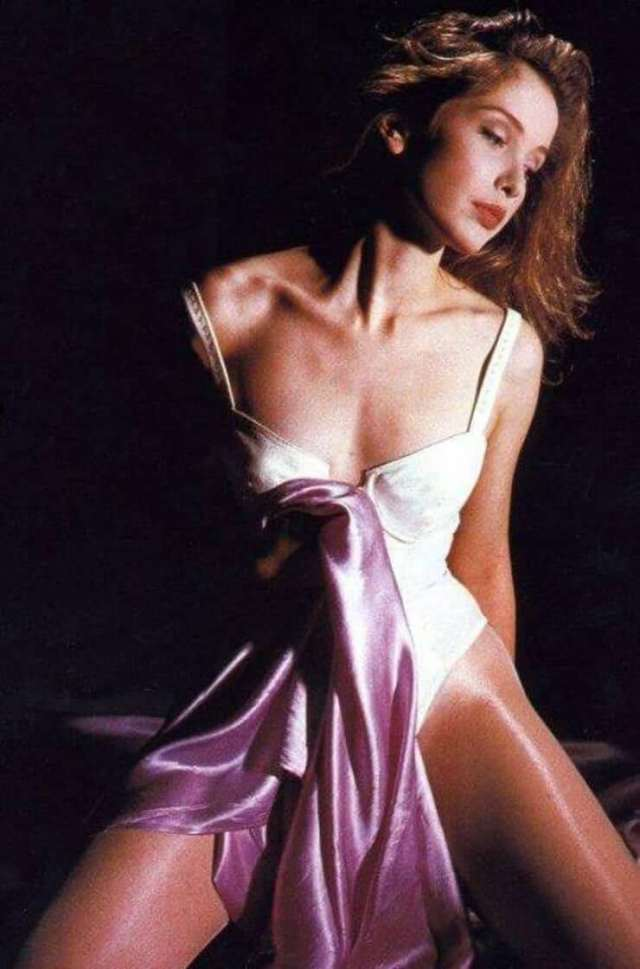 Julie Delpy sexy cleavage photo