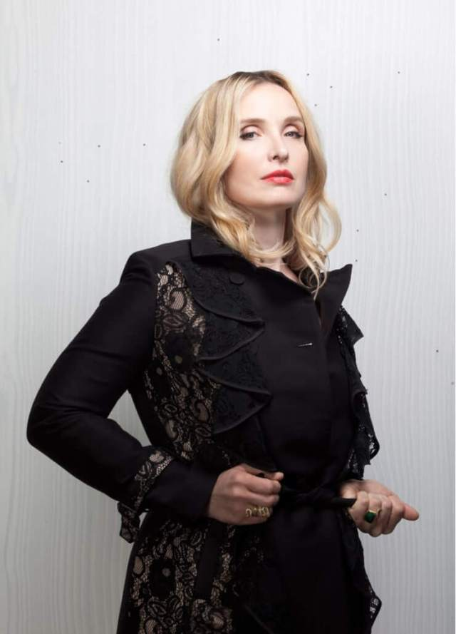 Julie Delpy sexy side picture
