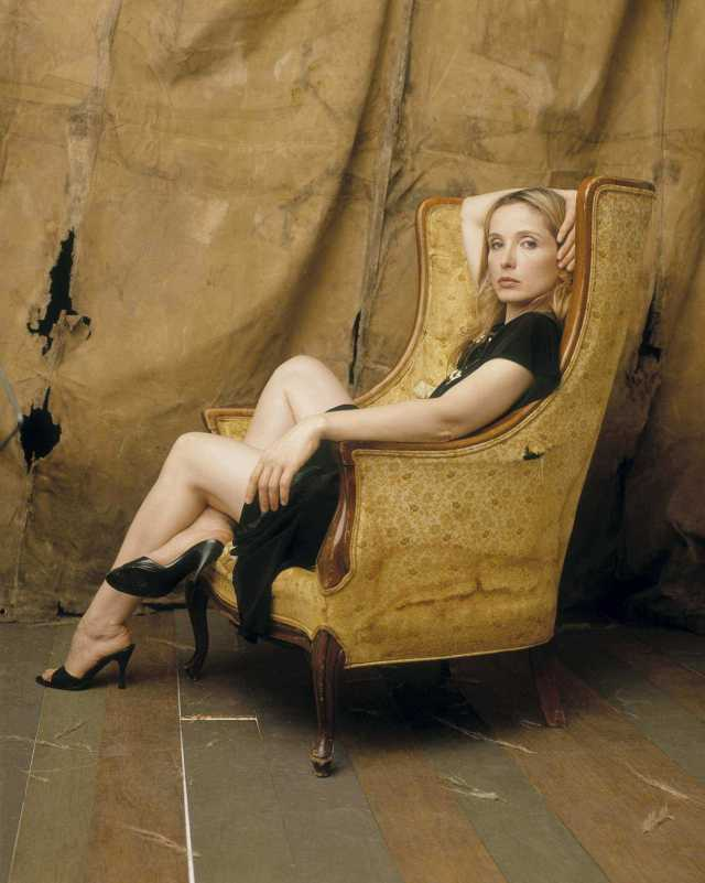 Julie Delpy sexy thigh