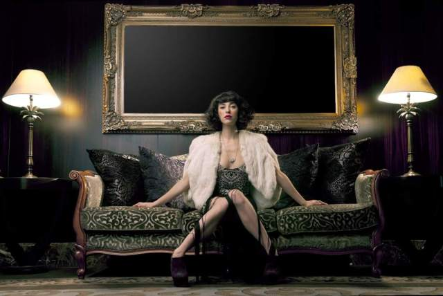 Kimbra Lee Johnson awesome thighs