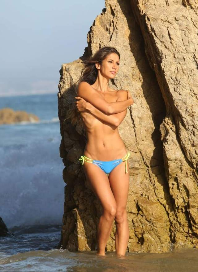 Leilani Dowding top less
