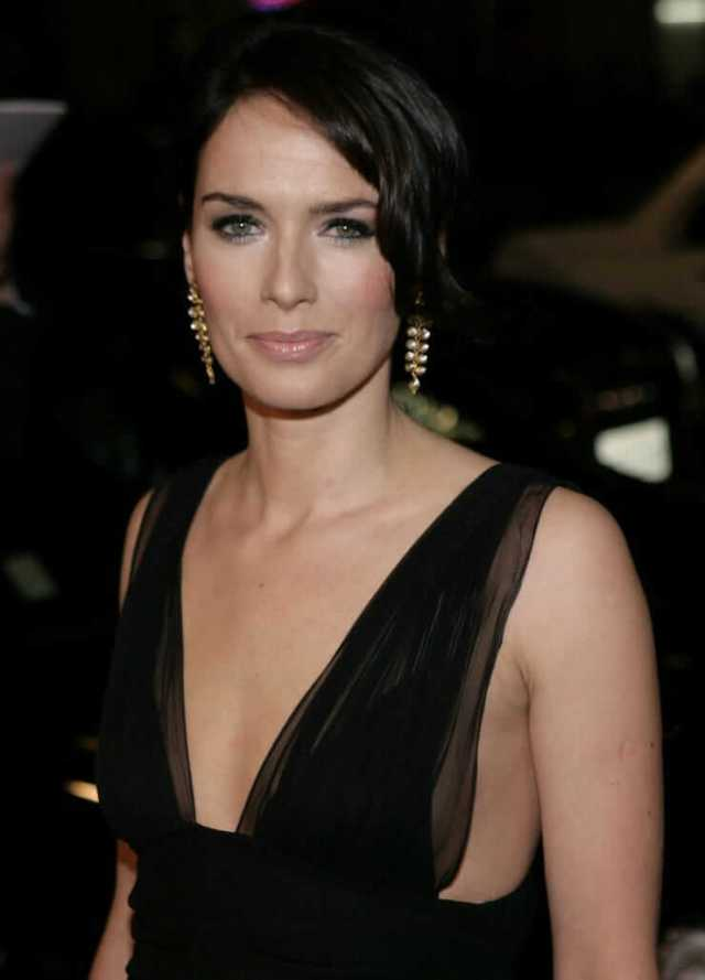 Lena Headey sexy cleavage pictures