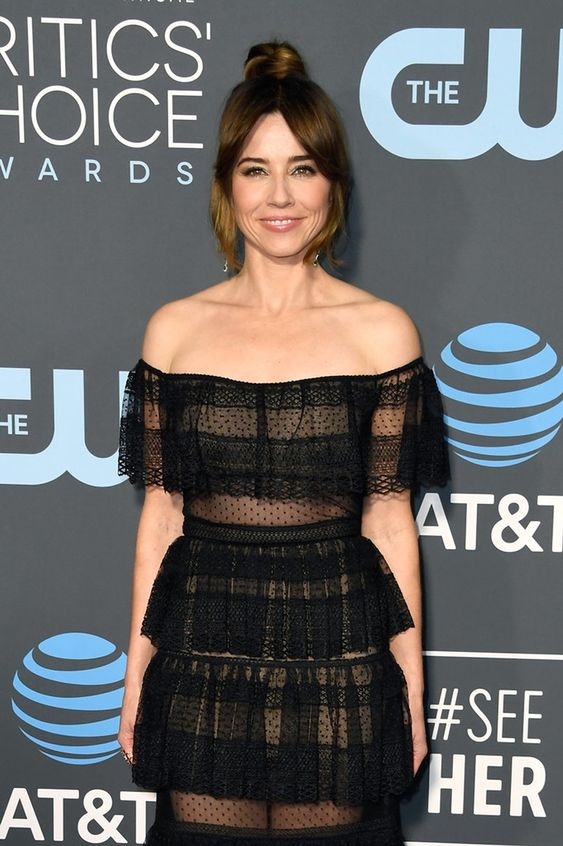 Linda Cardellini Hot in Black Dress