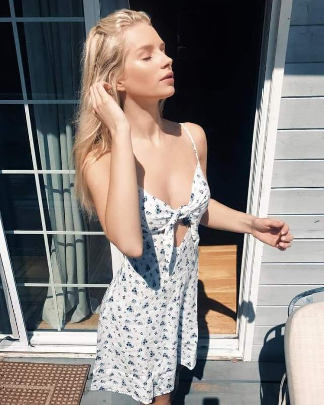 Lottie Moss hot cleavges photo