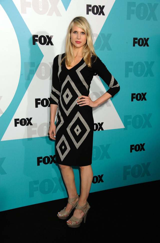 Lucy Punch hot legs