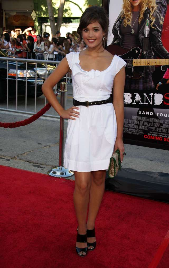 Nicole Gale Anderson cleaavges hot