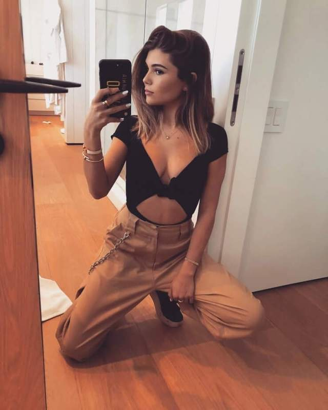Olivia Jade Giannulli sexy cleavages pics