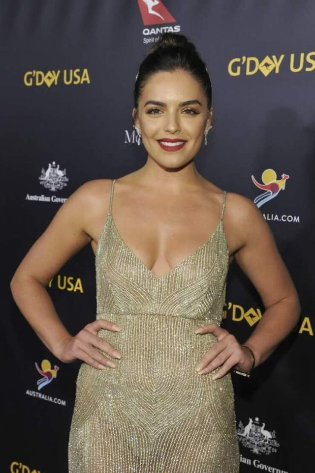 Olympia Valance sexy busty pic (2)