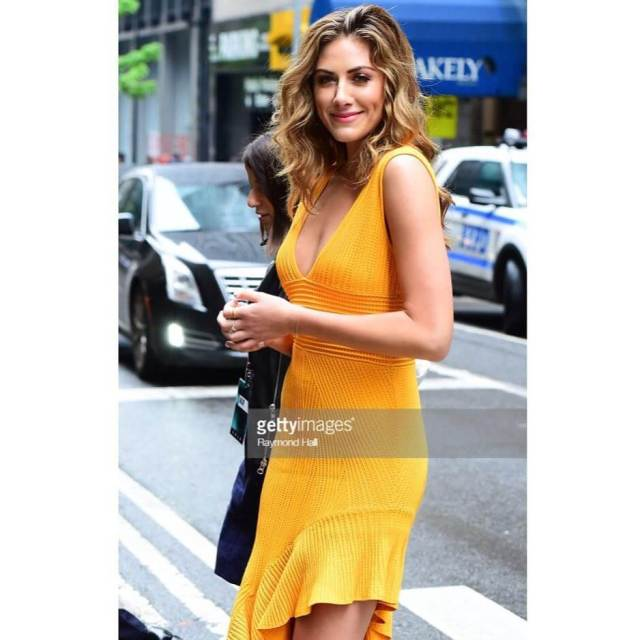 Perry Mattfeld sexy yellow dress pic