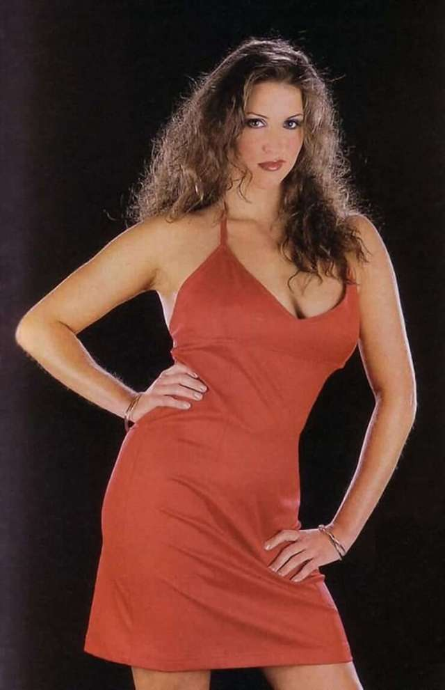 Stephanie mcmahon sexy cleavage picture
