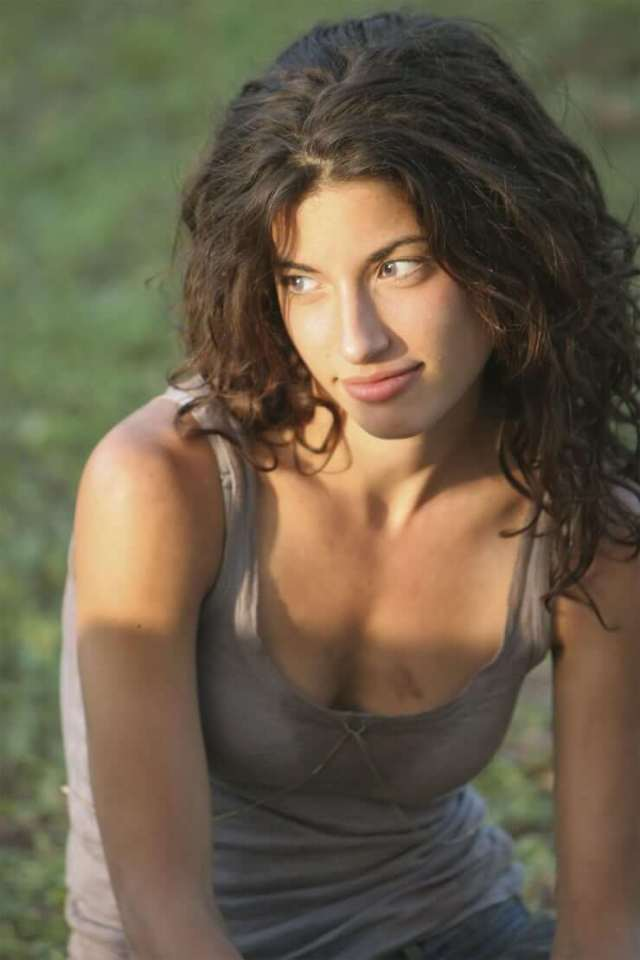 Tania Raymonde sexy cleavages