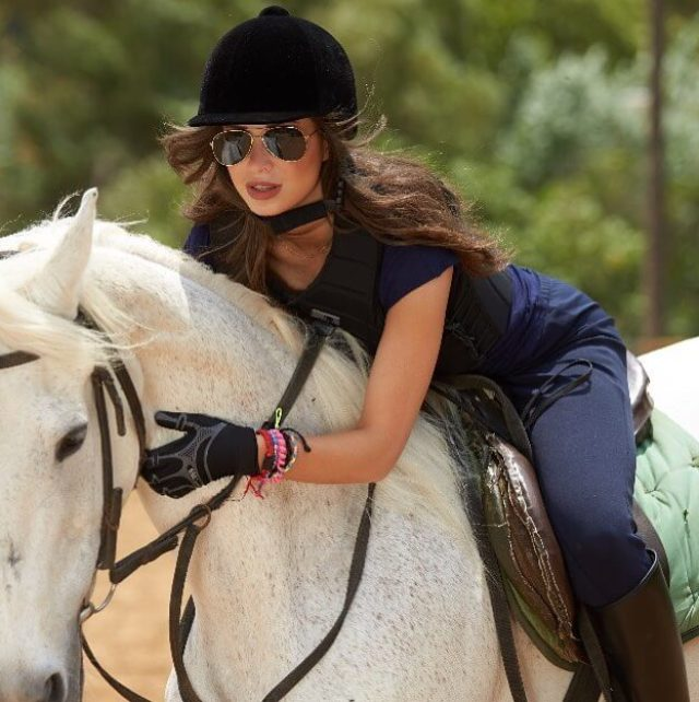 anabella hilal horse riding